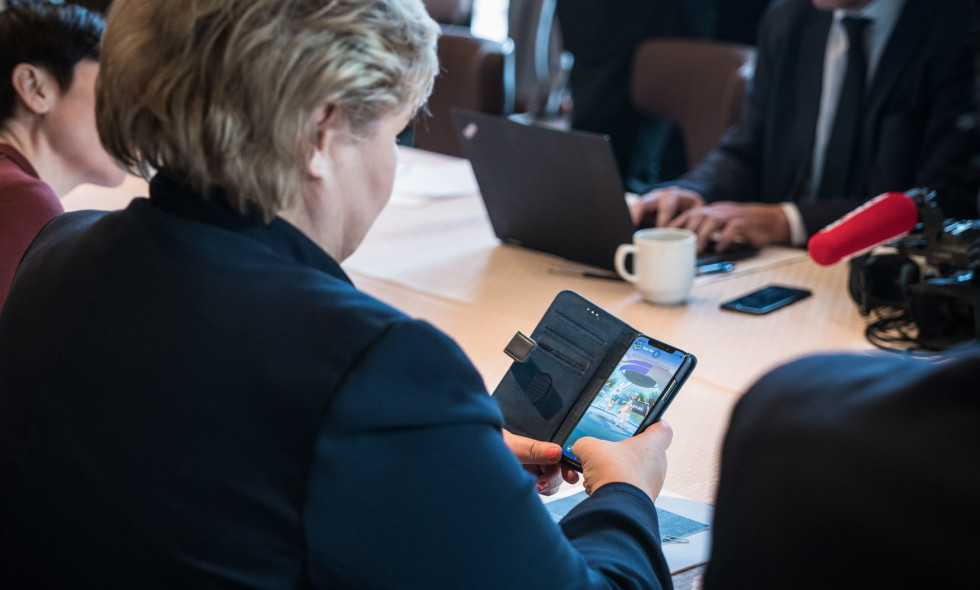erna-solberg-pokemon-go-meeting-trump